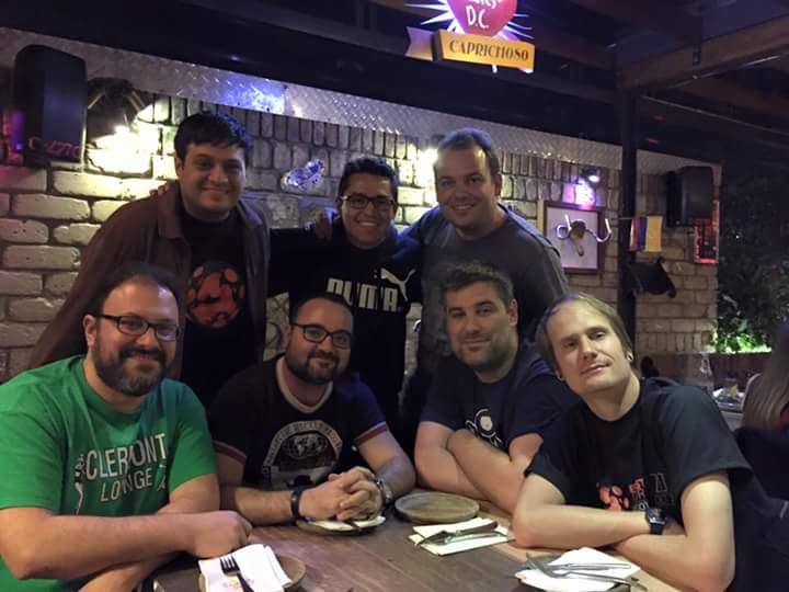 De izquierda a derecha: Gastón, Edgar, Sergio, Boris, Elio, Jon, Saúl